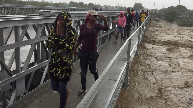 El sur de Haití queda aislado por la caída de un puente a causa del huracán Matthew