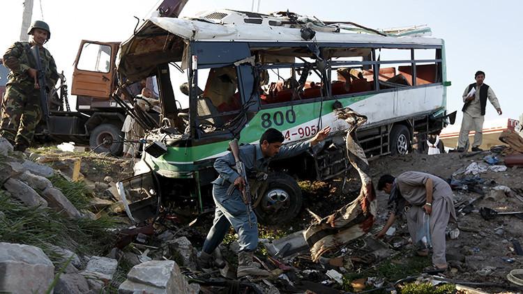 Un autobús con funcionarios afganos, posible objetivo de una explosión en Kabul