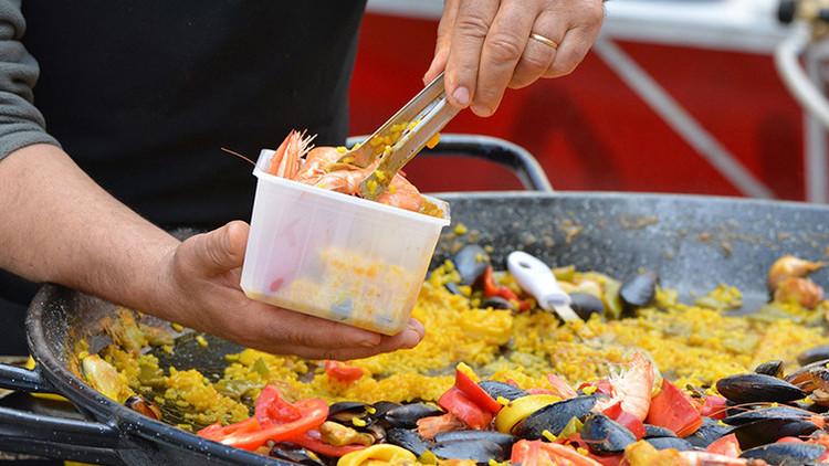 España se burla en Twitter del chef Jamie Oliver por su receta de paella con... ¡chorizo!
