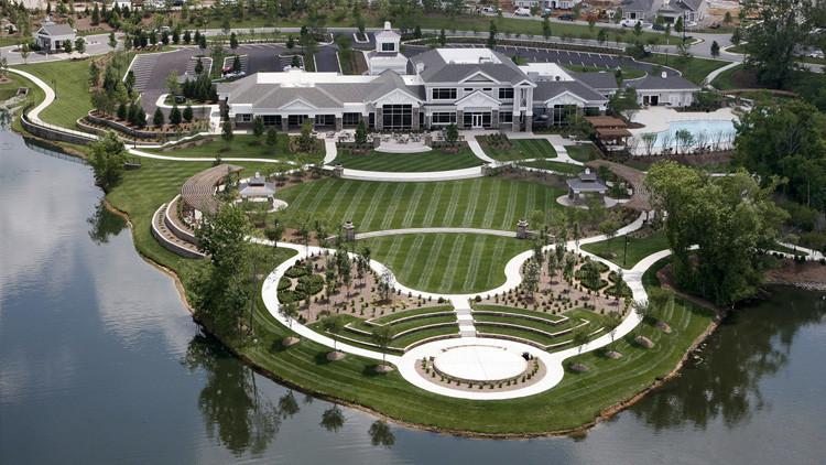 Ver para creer: Un lago divide a ricos y pobres en la zona más desigual de EE.UU.