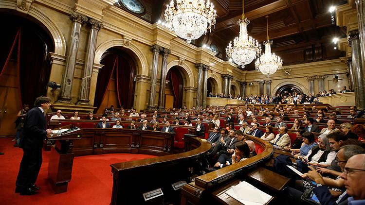 El Parlamento de Cataluña vota a favor de un referéndum de independencia  en 2017