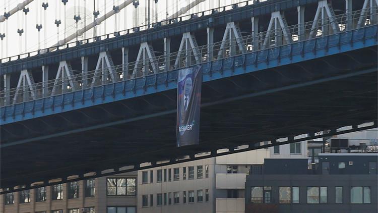 VIDEO: Aparece un cartel gigante con 'El Pacificador' Vladímir Putin en Nueva York