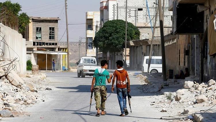 Combatientes del Ejército Sirio Libre, respaldados por Turquía,  patrullan la ciudad fronteriza de Yarábulus (Siria) 31 de agosto, 2016