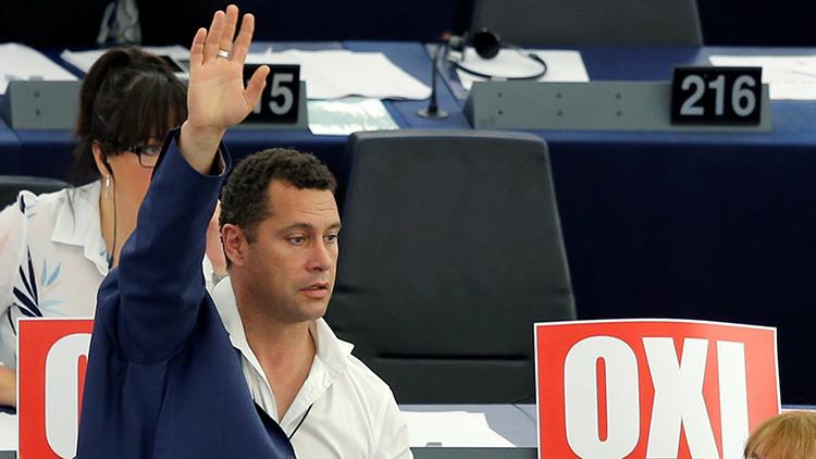Diputado británico cae por la ventana del Parlamento Europeo después de participar en una pelea