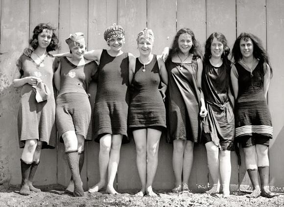 dc05b81b1 Encanto y pudor  Así lucían las mujeres de los años 1920 en trajes de baño