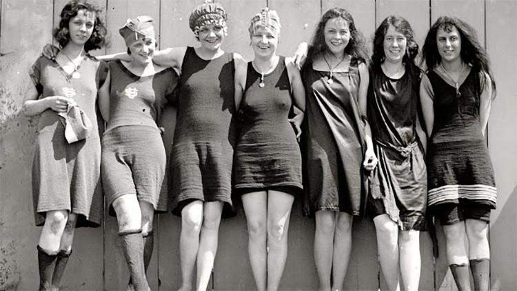 Encanto y pudor: Así lucían las mujeres de los años 1920 en trajes de baño