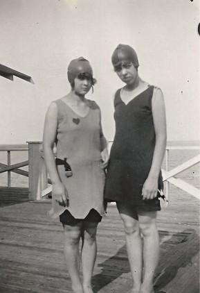 ead33d3f6 Encanto y pudor  Así lucían las mujeres de los años 1920 en trajes ...