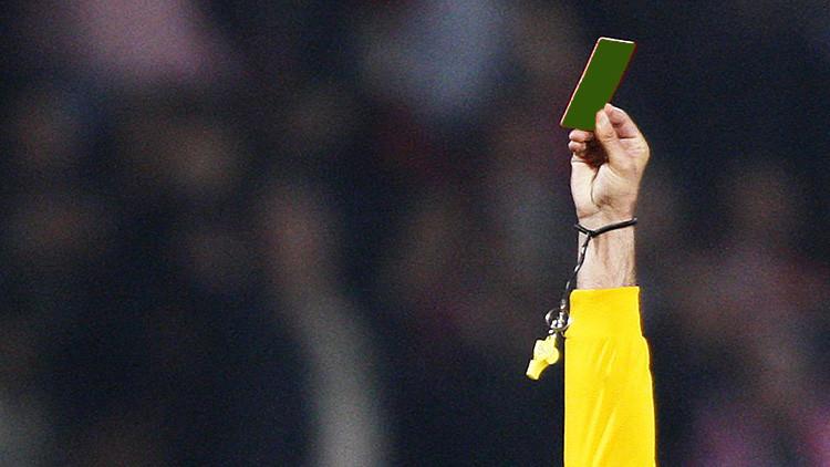 'Debuta' la primera tarjeta verde en la historia del fútbol