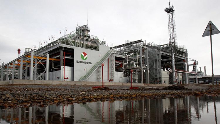 Medvédev aprueba que el gigante petrolero ruso Rosneft adquiera a su rival