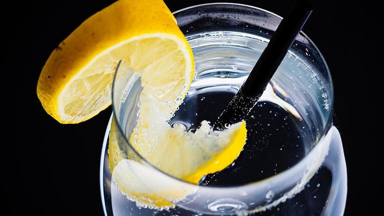 Científicos revelan las terribles consecuencias de la teoría de los '8 vasos de agua al día'