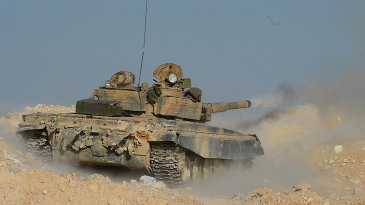 Un T-72 con pantalla protectora salva la vida de su tripulación en Siria