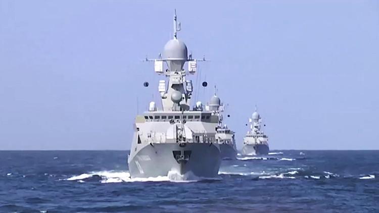 Marineros rusos recuperan los cuerpos de mujeres y niños cerca de la costa siria