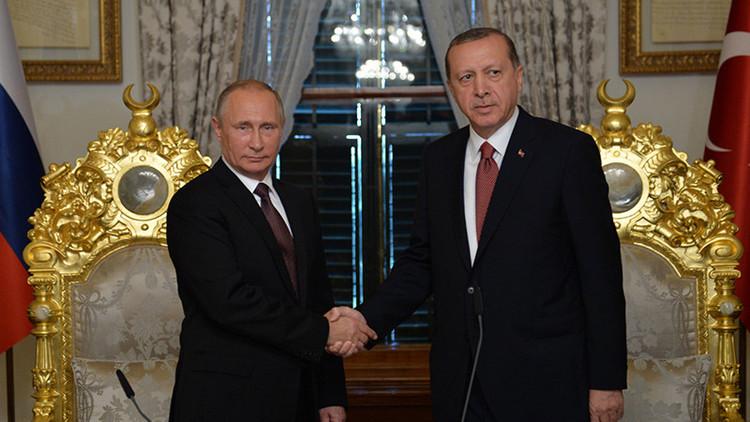 Putin: Rusia y Turquía están de acuerdo en que hay que poner fin al derramamiento de sangre en Siria