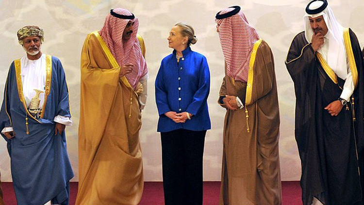 """WikiLeaks: Clinton llama a Arabia Saudita y Catar """"partidarios financieros"""" del EI"""