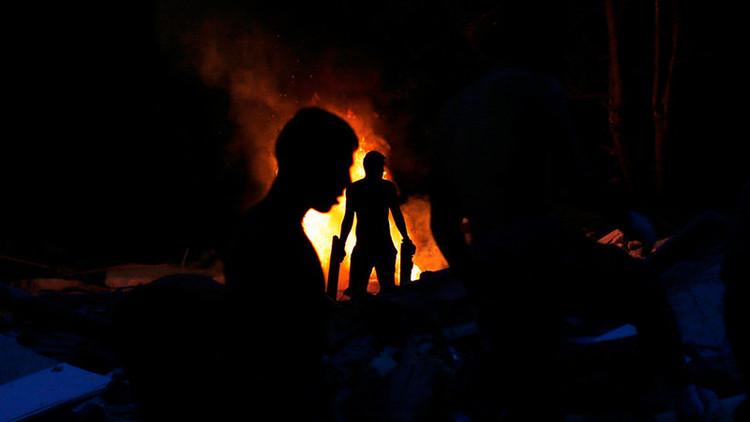 """Dos hombres intentan quemar a una indigente """"por diversión"""" en España"""