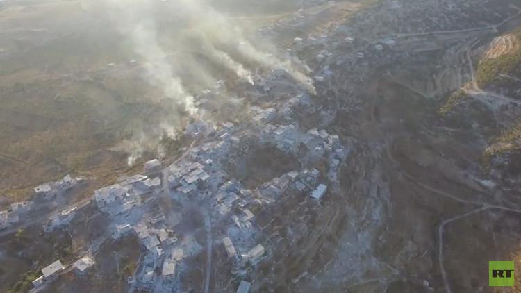 Dron capta cómo la Fuerza Aérea siria arrasa a los terroristas en Latakia (Video)