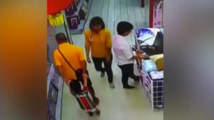 FUERTE VIDEO: Un niño muere después de que su padre le parta el cuello en un aterrador accidente