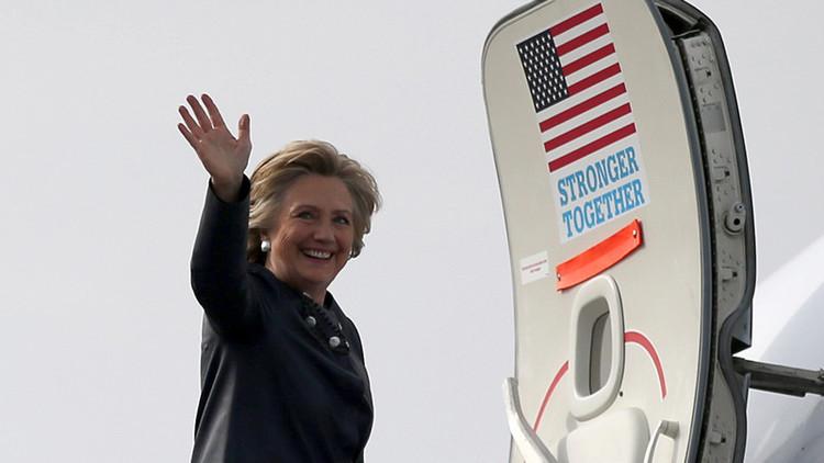 Ahora el problema es para Clinton: Revelan que sus asesores se burlan de los hispanos y católicos