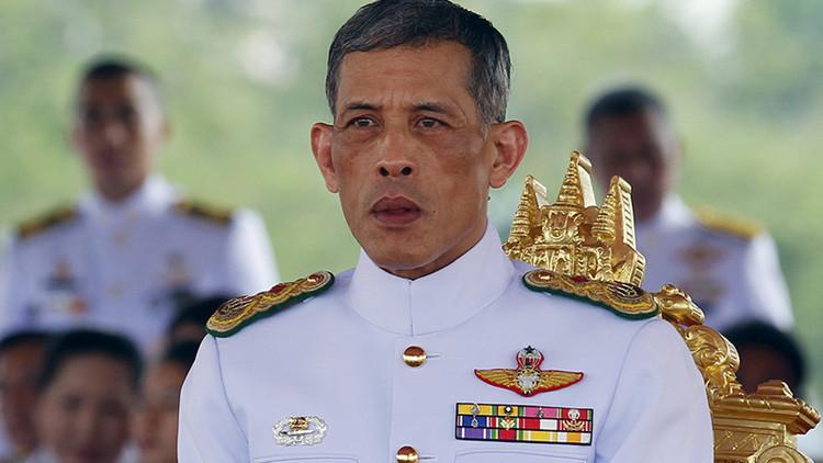Así es el futuro rey de Tailandia, el hombre que nombró mariscal a su perro