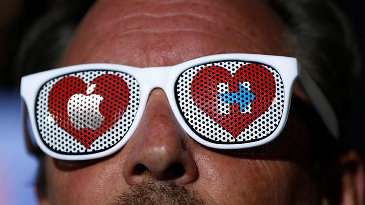 El logo de campaña de Clinton está inspirado en la manzana de Apple