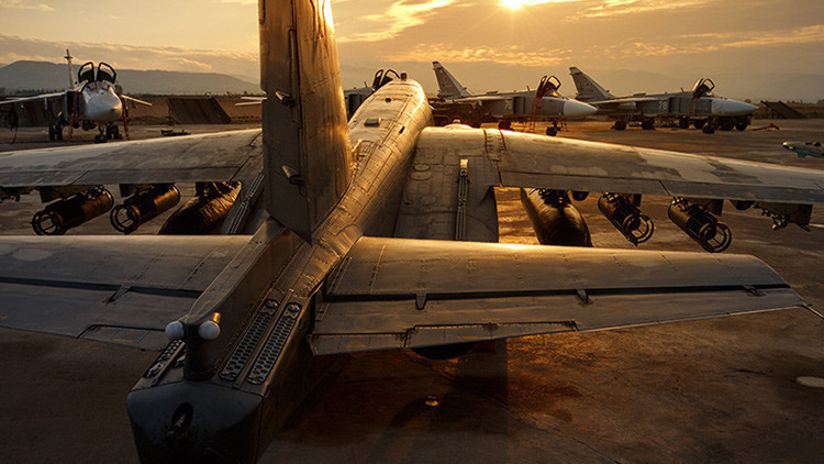 Los bombarderos Sukhoi Su-24 en la base aérea de Jmeimim