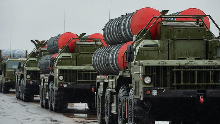 Rusia y la India firman un contrato para el suministro del sistema antiaéreo S-400
