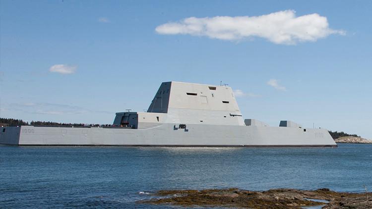El nuevo destructor 'invisible' de la Marina de EE.UU.  entra en servicio (VIDEO)
