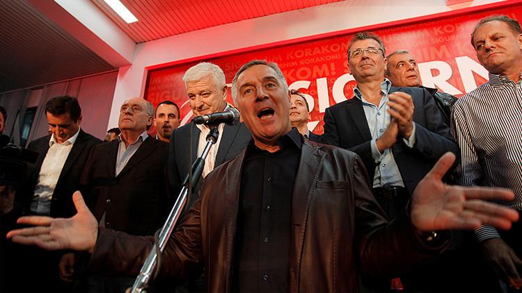 El primer ministro de Montenegro y líder del Partido de los Socialistas Democráticos, Milo Dukanovic, interviene ante sus seguidores, el 16 de octubre de 2016