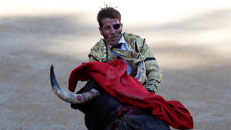 Torero español sufre una cornada en el parche del ojo que perdió hace 5 años