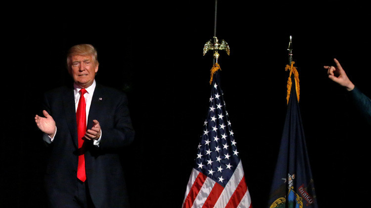 """""""Parcialidad flagrante"""": Los medios de EE.UU. no prestan la misma atención a Clinton y Trump"""