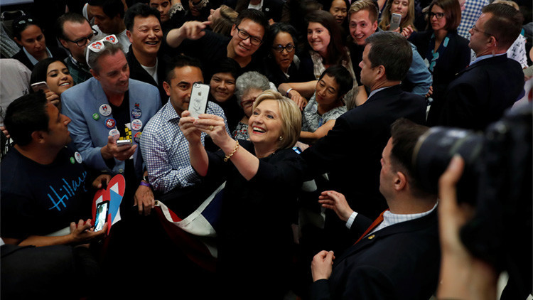 ¿Cuántas personas necesita Hillary Clinton  para escribir un tuit sobre Puerto Rico?