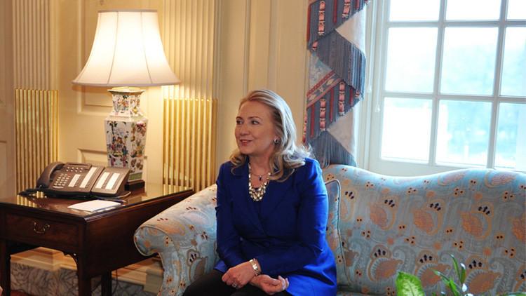 Acusan a Hillary Clinton de robar muebles del Departamento de Estado