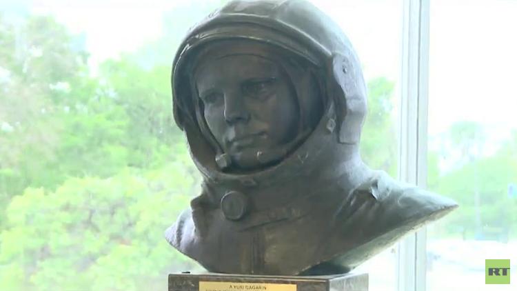 Buenos Aires inaugura una estatua del primer cosmonauta ruso Yuri Gagarin