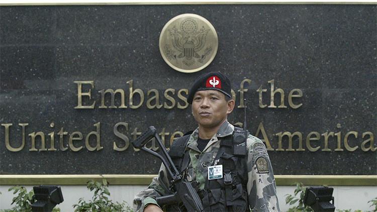 La Policía emplea gas lacrimógeno en una protesta contra las tropas de EE.UU. en Filipinas