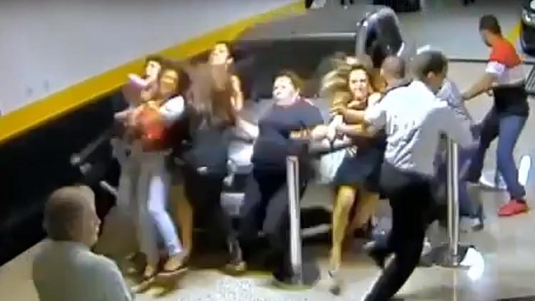 VIDEO: Brasileña arrolla mortalmente a un grupo de fieles y huye