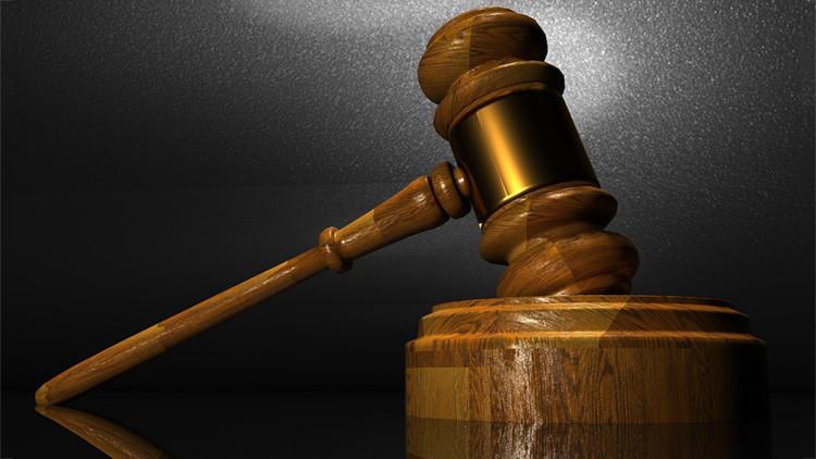 Indignación en EE.UU. por un juez que condenó a un padre violador a solo 60 días de prisión