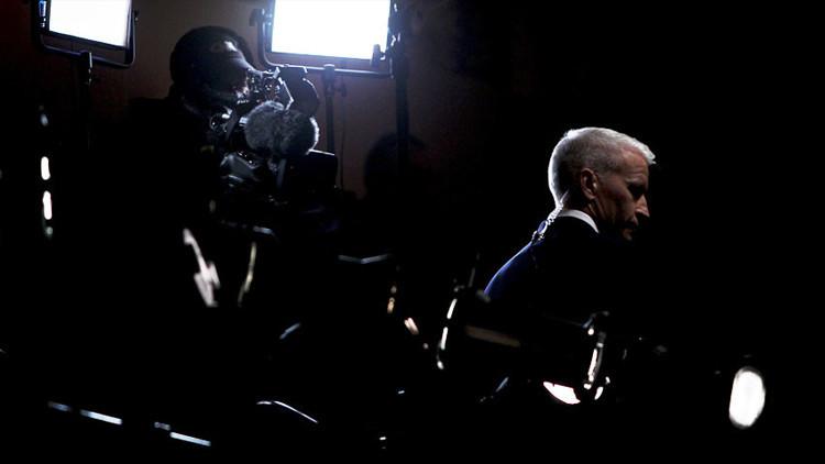 Un periodista británico denuncia cómo los medios occidentales falsifican la información