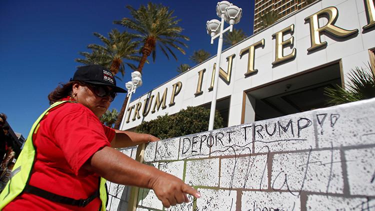 FOTOS: Camiones de tacos forman un 'muro' cerca del hotel de Trump en Las Vegas