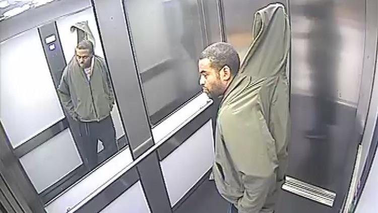 Un ladrón trata de robar una persiana ocultándola bajo su ropa (FOTO)