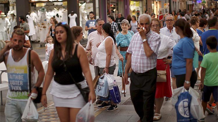 Los españoles, cada vez menos, más viejos... y más solos