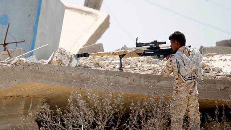 Un francotirador 'caza' terroristas del Estado Islámico en su bastión iraquí