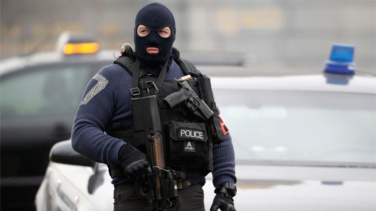 Tres hombres armados con fusiles Kaláshnikov abren fuego en un centro comercial belga