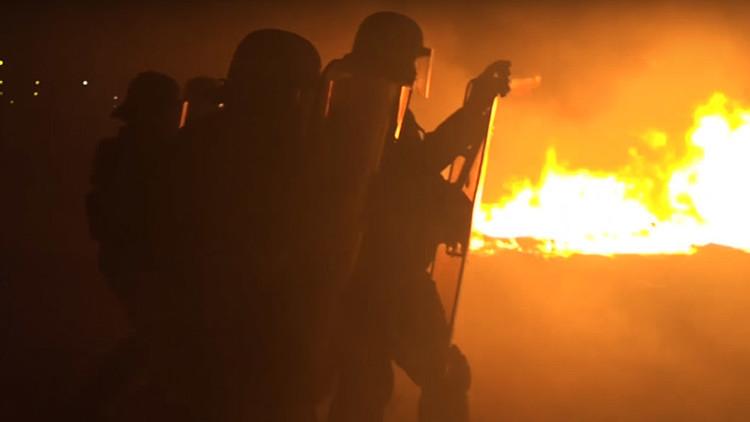 Migrantes provocan incendios antes de la demolición de 'la Jungla' en Calais
