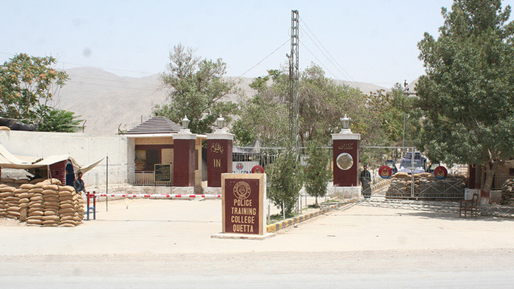 Ataque a escuela de cadetes deja más de 30 muertos — Pakistán