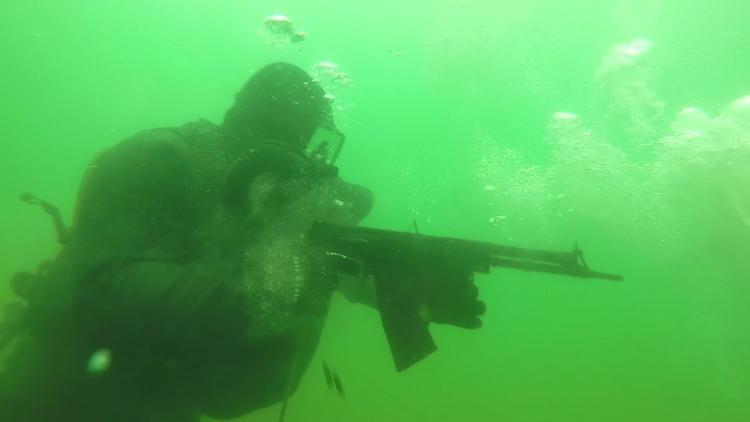 Así se entrenan los nadadores de combate rusos (VIDEO)