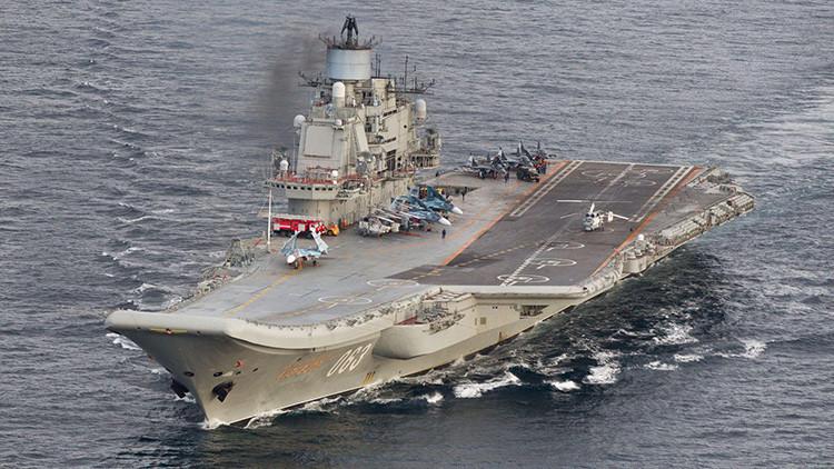 El portaaviones ruso Admiral Kuznetsov navega a lo largo de las costas de Portugal