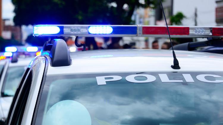 Una mujer armada dispara a tres adolescentes durante un atraco en EE.UU. (VIDEO)