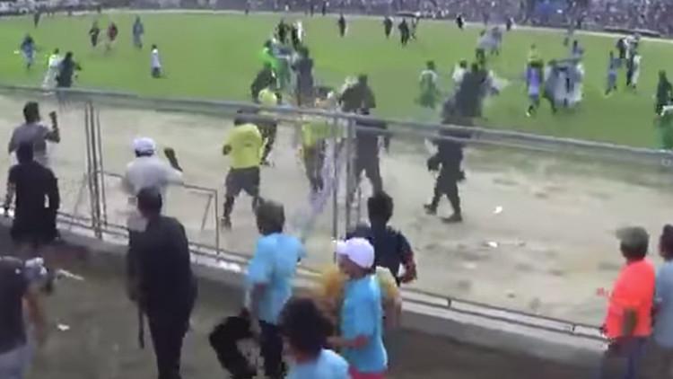 Detenidos y ambulancias: dos partidos de la Copa Perú terminan en violentas batallas campales