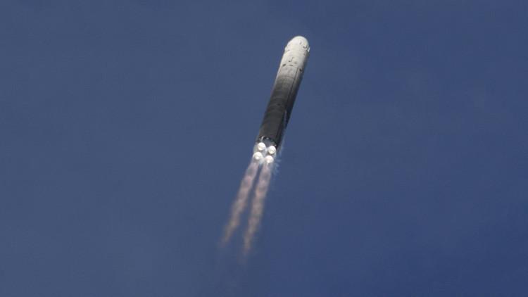 Rusia pone a prueba armas estratégicas de la URSS: un misil balístico RS-18 impacta en su blanco