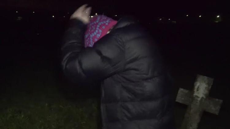 ¿Karma? Misteriosa criatura chupasangre ataca a un adolescente tras broma en un cementerio (VIDEOS)